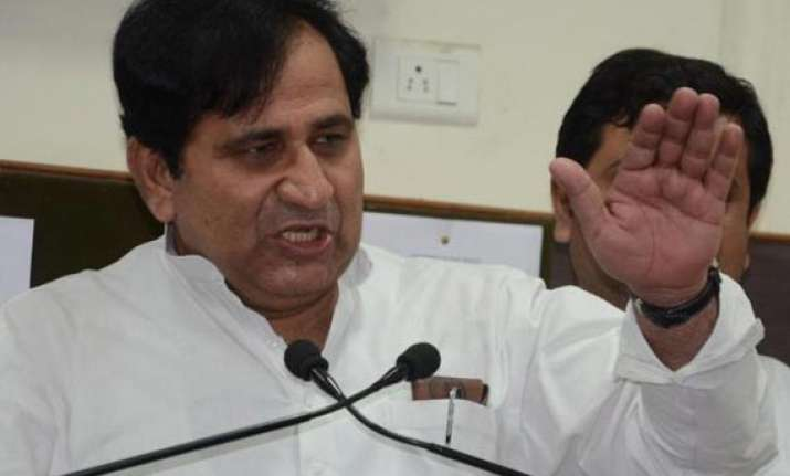 congress targets jd u over difficulty in ties with nda