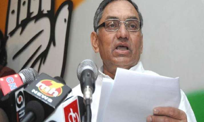 congress to follow bjp party gen secy says old leaders