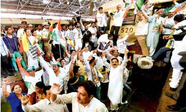 congress workers stage rail roko in maharashtra against