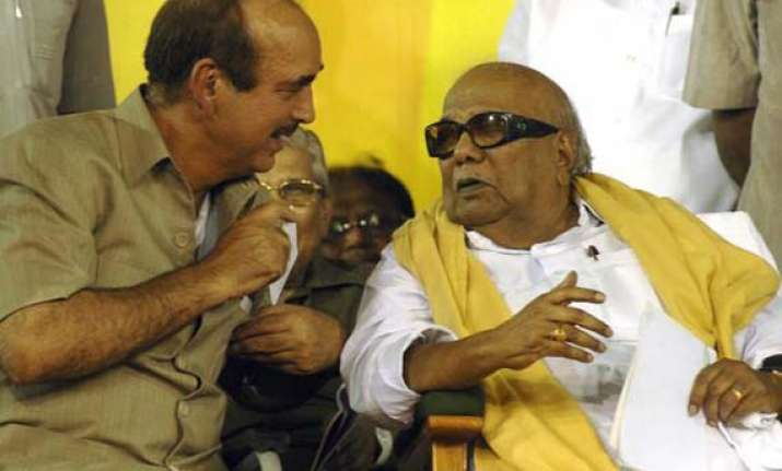 congress fails to persuade dmk on fdi issue