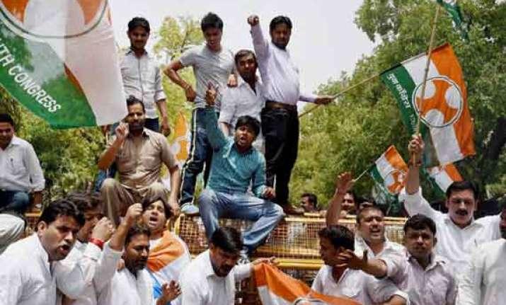 delhi congress protests against sugar price rise rail fare