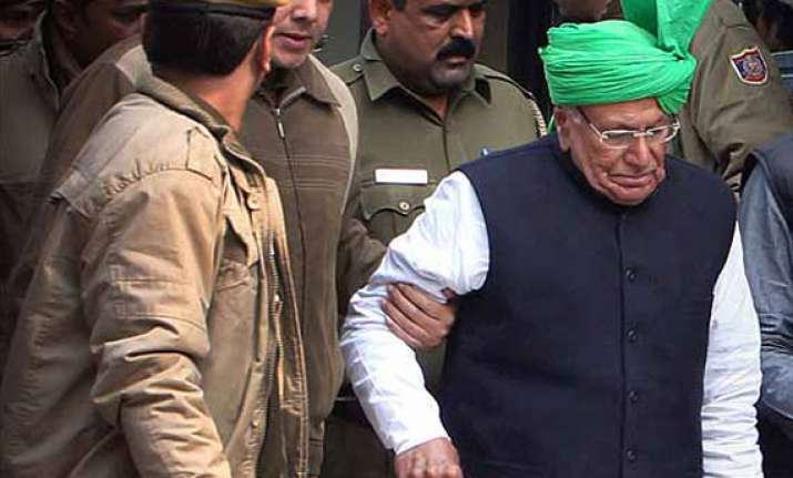 delhi court issues production warrant against o p chautala