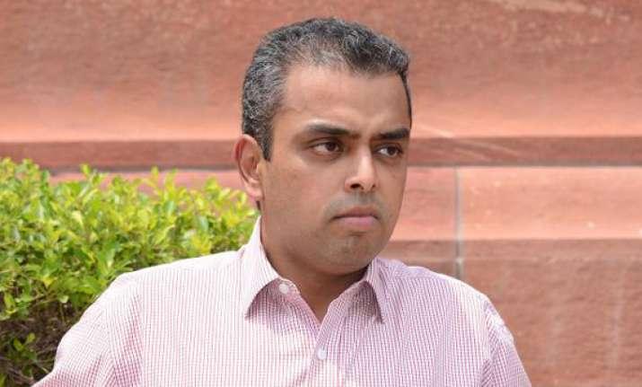 deora faces sena mns men aap nominee in south mumbai