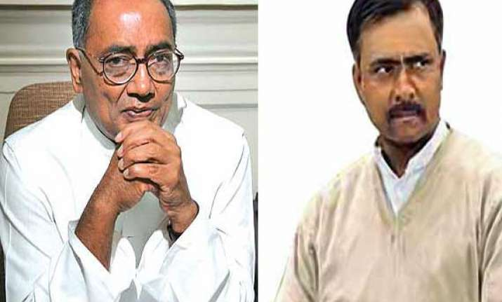 digvijay singh defends sanjay joshi