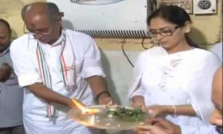 digvijaya singh to marry journalist amrita rai