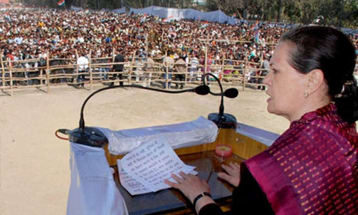 don t elect a big liar as pm says sonia