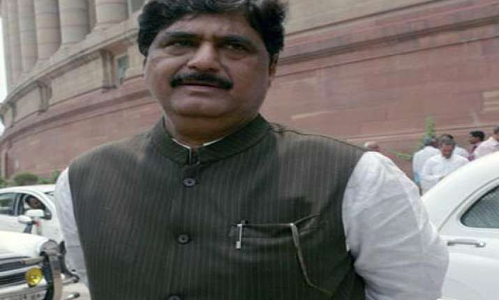 ec sends notice to gopinath munde on poll expenses remark