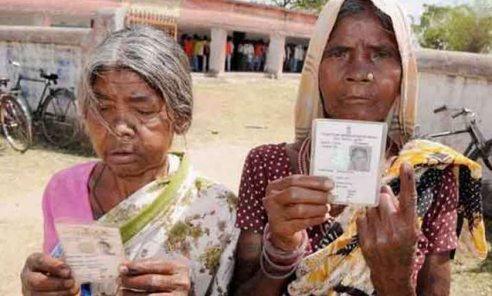 early voters throng jharkhand polling booths