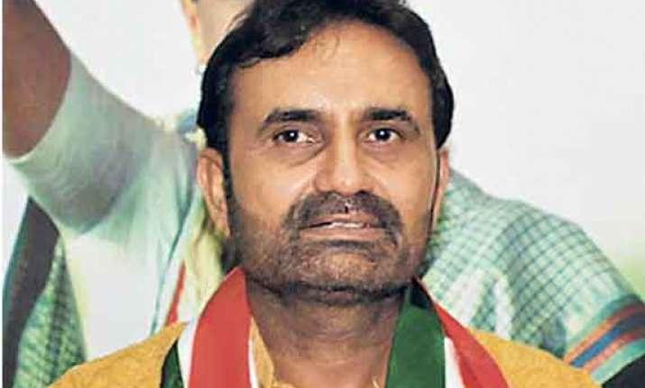 fir against congress leader gohil for calling modi fake obc