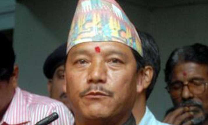 gjm to go along with mamata s decision on prez polls
