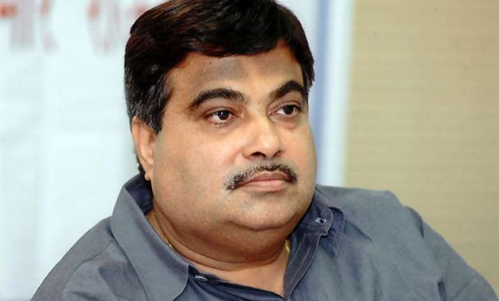 gadkari asks cadre to put party ideology above self