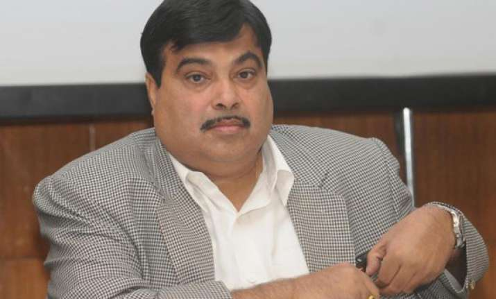 gadkari attacks congress sp for indulging in quota politics