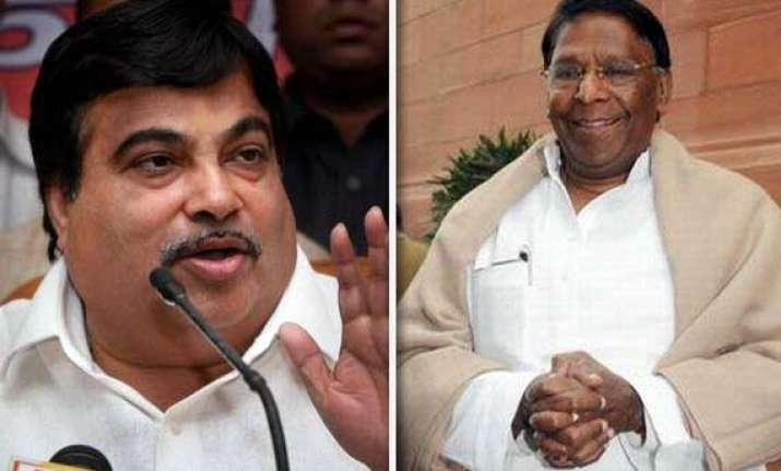 gadkari demands apology from narayanasamy