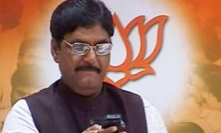 gopinath munde backs modi as pm candidate