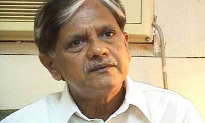 govt should have consulted congress leaders on fdi anil