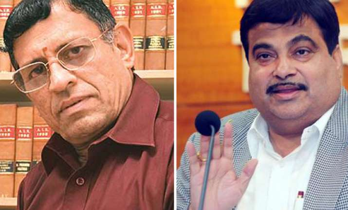 no clean chit to gadkari gurumurthy