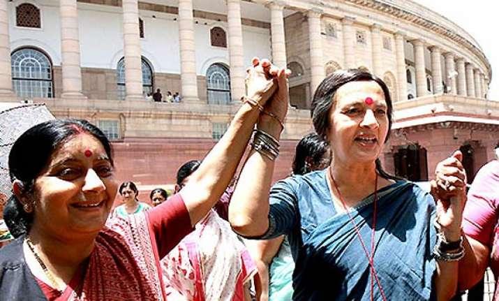 hazare effect non upa parties join ranks
