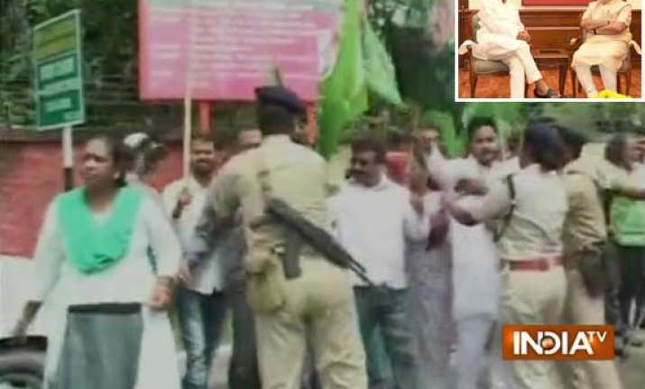 heckling of cms bjp jmm workers clash in ranchi modi