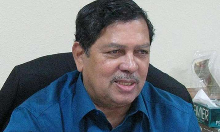 hegde raises doubts about success of kejriwal s party