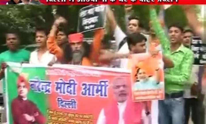 modi supporters protest outside advani s residence