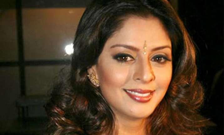 huge crowd in meerut prevents actor nagma from filing her