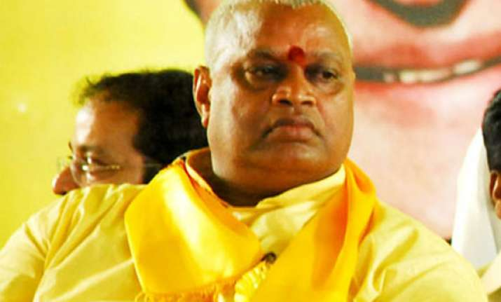 hundreds attend tdp leader yerran naidu s funeral