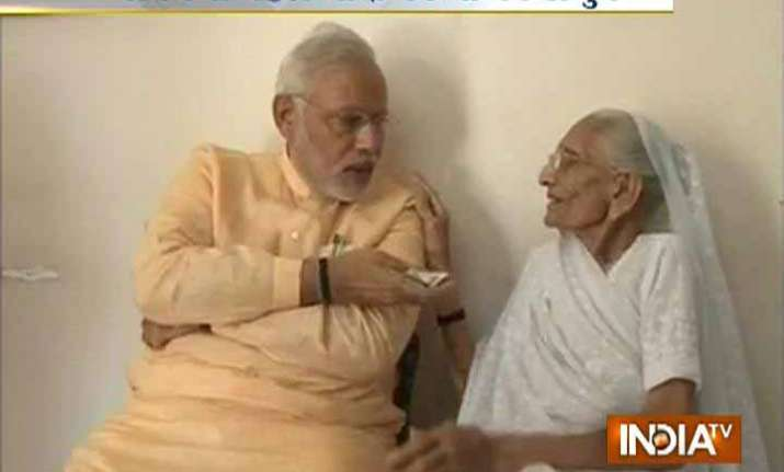 in pics modi gets rs. 101 as shagun from his mother hiraben