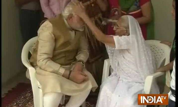 in pics when narendra modi sought blessings of his mother