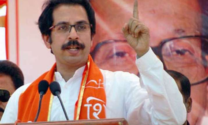 india needs a strong pm says thackeray