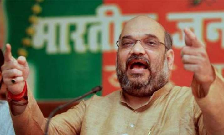 cops who filed charge sheet against amit shah transfered