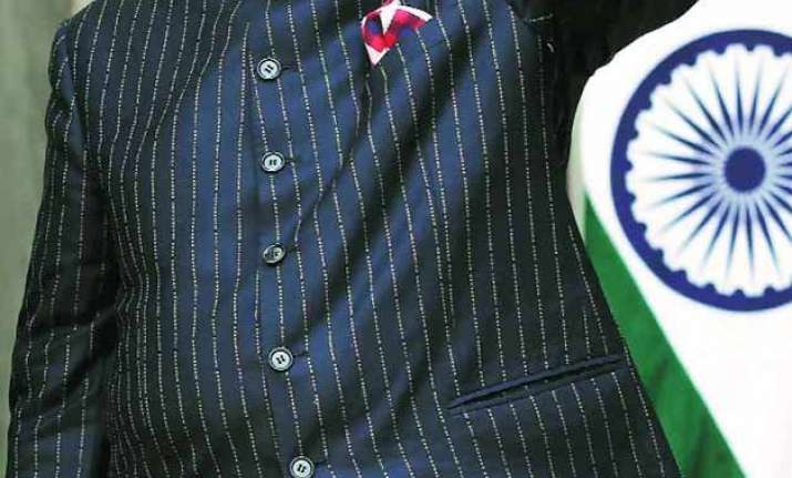 pm modi s monogrammed suit raises nearly 700 000 at auction