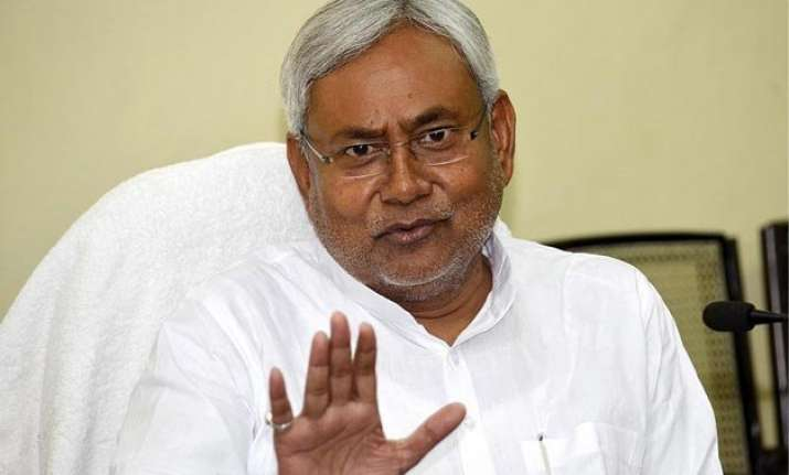 nitish supports kejriwal on chief secretary issue