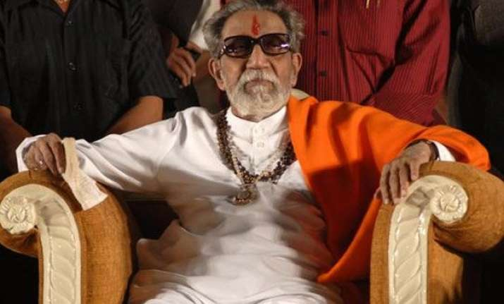 abusing bal thackeray is spitting at the sun saamana