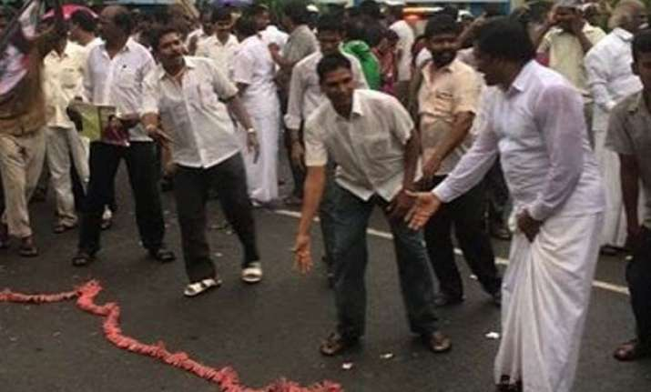 aiadmk members celebrate jayalalithaa s acquittal in