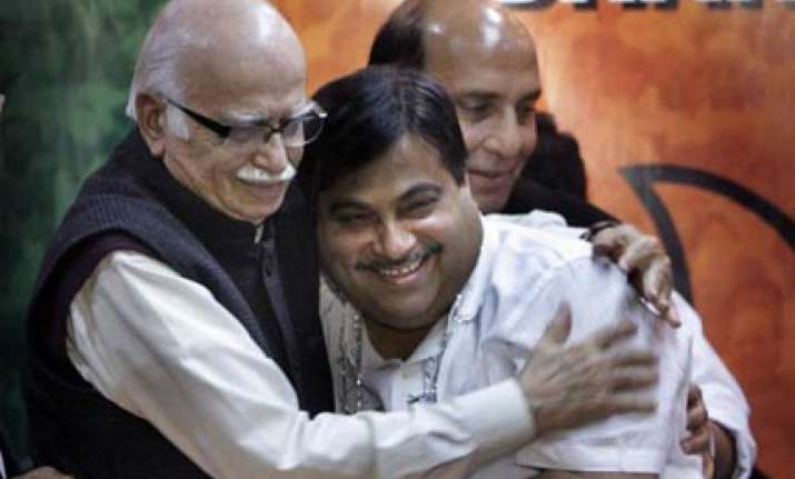 gadkari meets advani over sushma modi spat
