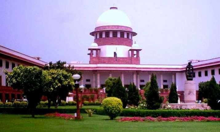 kejriwal vs centre sc issues notice to delhi govt on centre