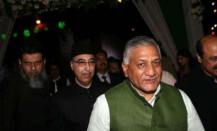 vk singh opposes deploying army in maoist hit areas
