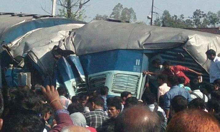 2 coaches of janta express train derail in raebareli 15 dead