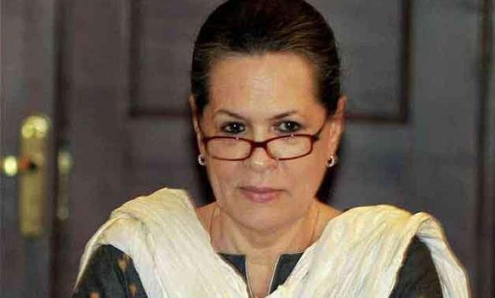 sonia gandhi urges pm to grant special status to ap
