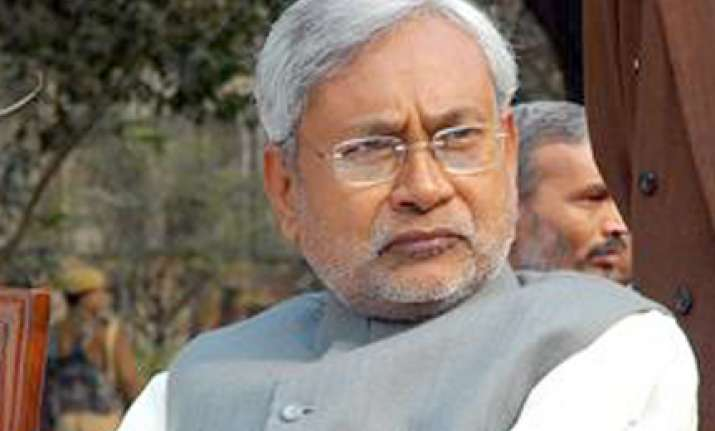 nitish flays lalu for blaming his government