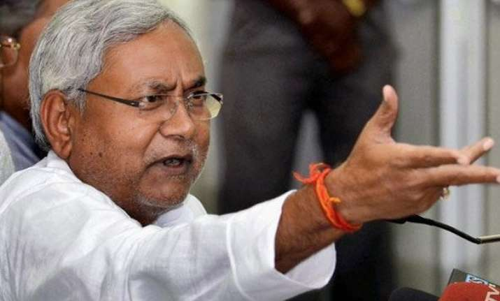 nitish kumar poses seven questions as pm modi lands in bihar