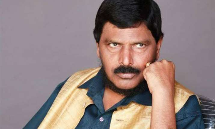ramdas athawale invites aap dissidents yadav bhushan to