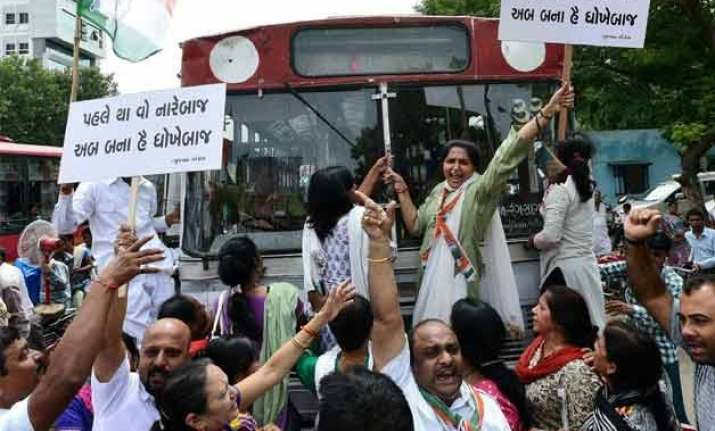 congress workers hold agitations against suspension of mps