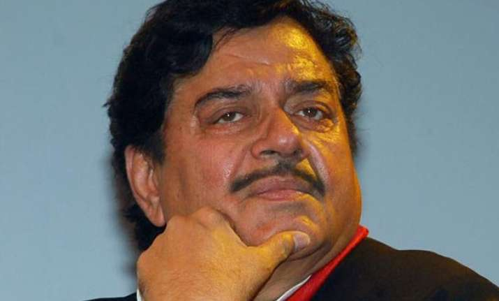 shatrughan sinha denies to be sulking says will attend