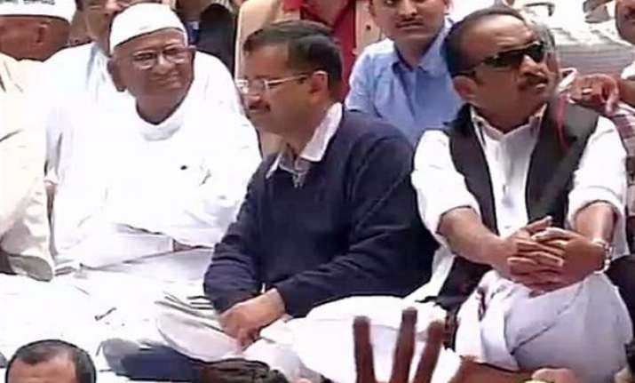 arvind kejriwal political leaders join anna hazare s