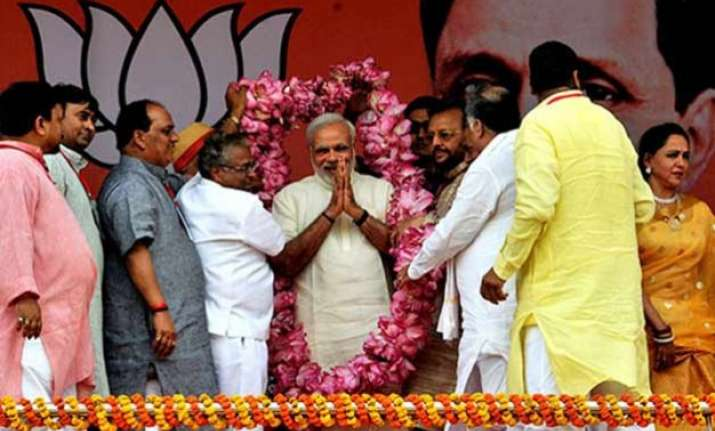 pm modi presents 1 yr report card says bure din for