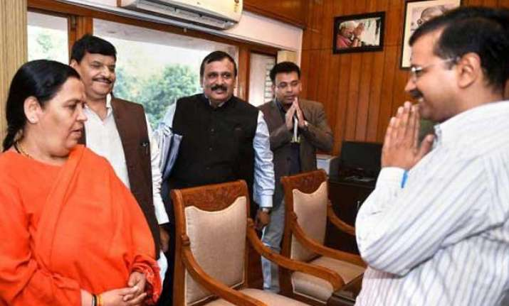 uma bharti meets kejriwal discusses plan to clean yamuna