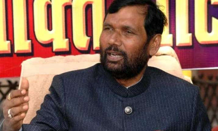 paswan advises manjhi to resign in view of humiliation