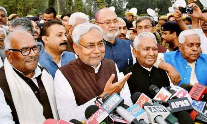 nitish kumar to take oath as bihar s new cm today jitan ram
