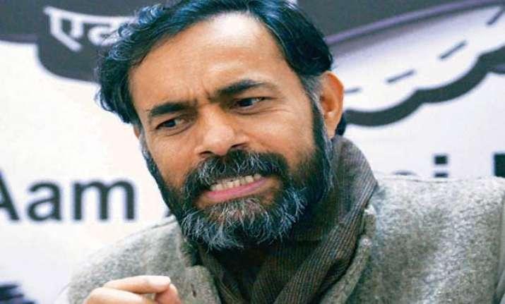 yogendra yadav attacks aap says people feel cheated